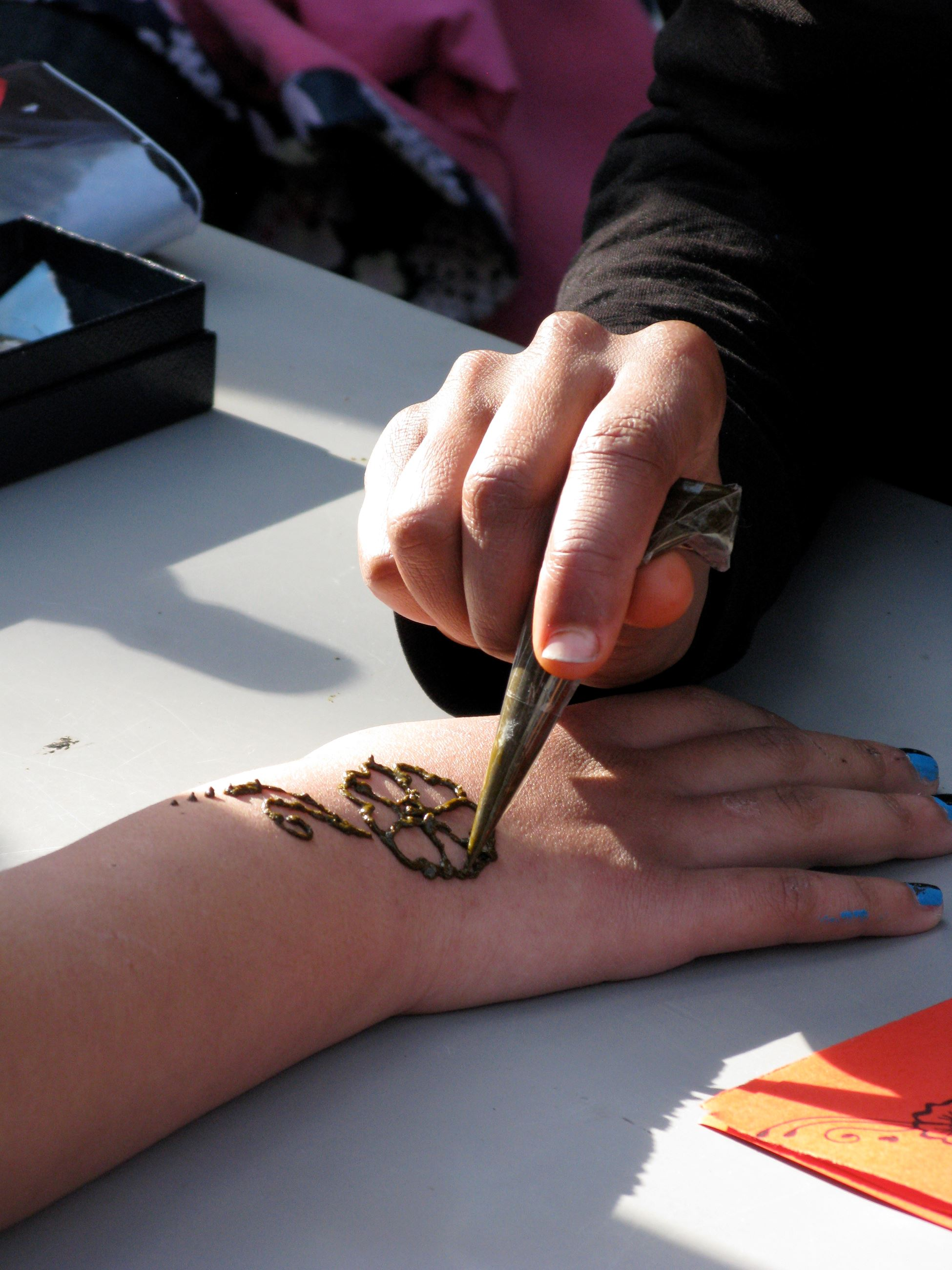 Hand drawing on Henna